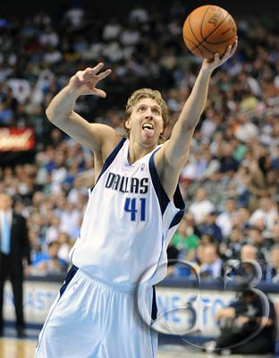 Dirk Nowitzki #41 takes it to the basket
