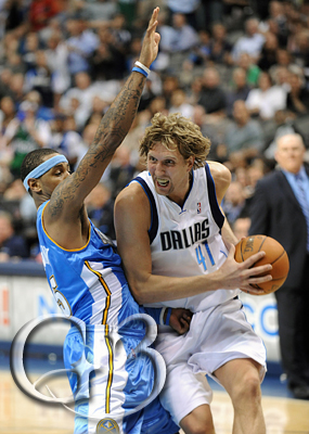 Dirk Nowitzki guarded by Carmelo Anthony