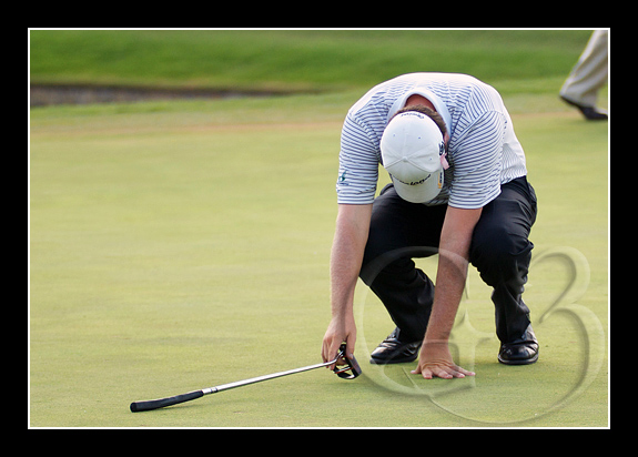 Steve Marino reacts after missing a putt at the 18th hole