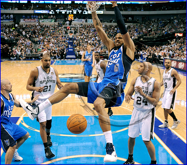 Tyson Chandler #6 with a powerful dunk